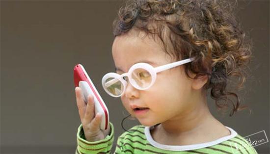 canh-bao-khi-cho-tre-dung-smartphone-7-nguy-hiem-ma-it-cha-me-ngo-toi-4