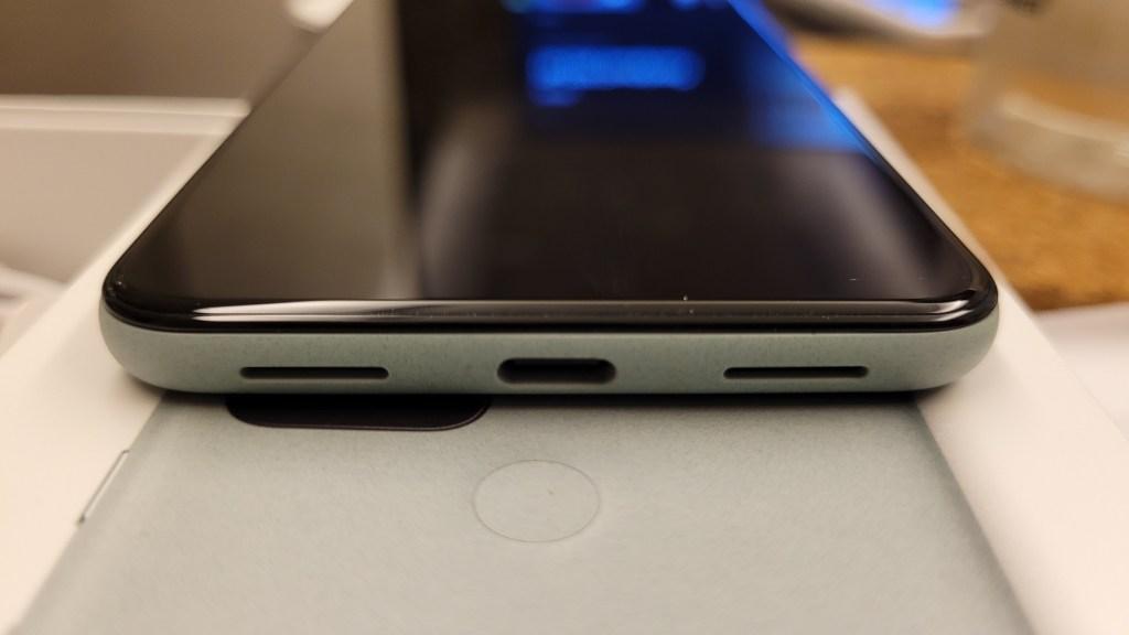 Pixel 5 充電底部