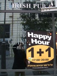 "English: ""Happy Hour"" sign on a pub ..."
