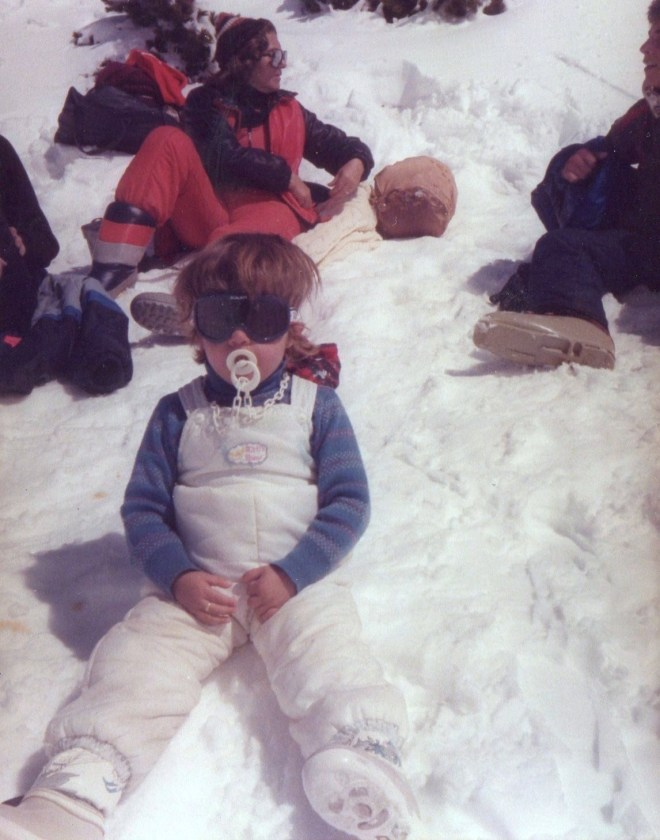 Toddler Núria in the snow.
