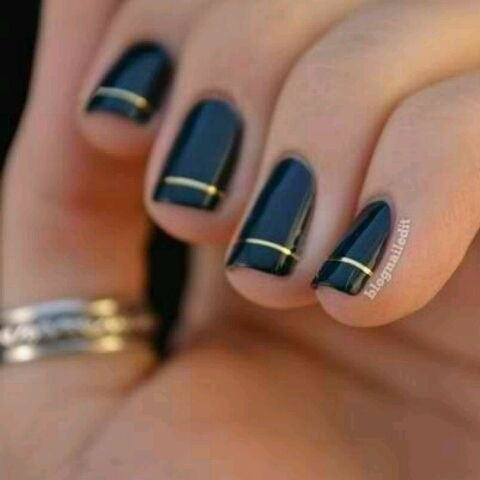 black gold stripe nail
