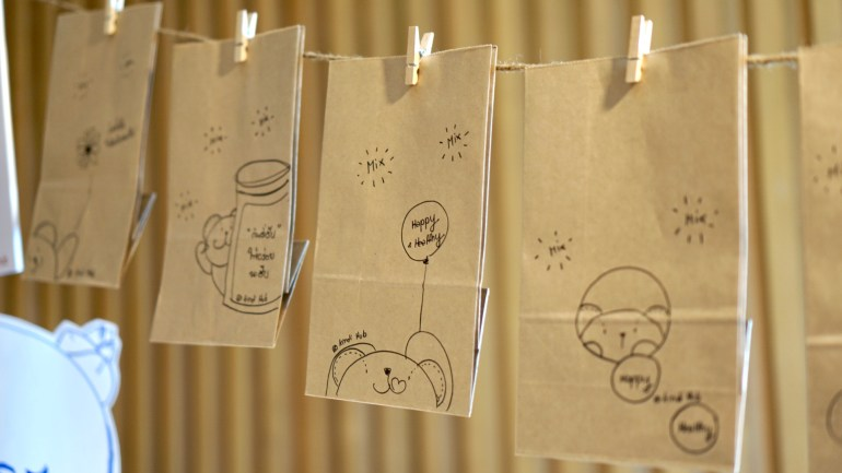 Paper bags for the nuts, each bag is drawn by hand for personalization | Skooldio Blog - พลิกธุรกิจ Event Organizer ในวันที่ทุกงานโดนยกเลิก: Mindset ผู้บริหาร กับบทบาทของ Design Thinking ในองค์กร