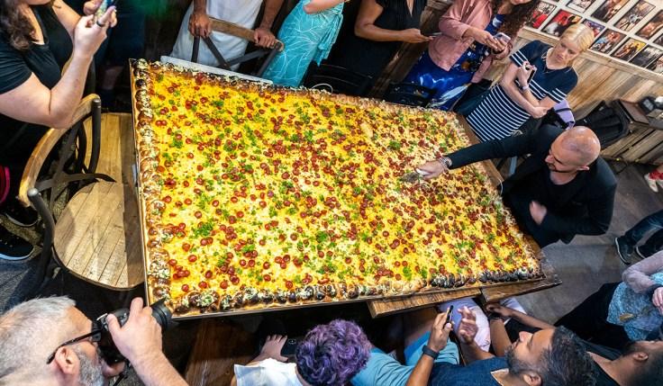 Hakki Akdeniz Homeless Pizza