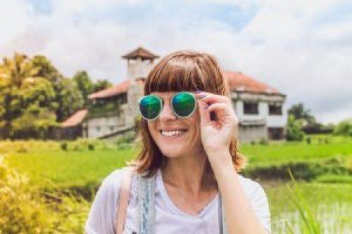 La tendance des lunettes effet miroir bat son plein, vous pouvez les porter  en tout confiance ! 14e43d20fd4b