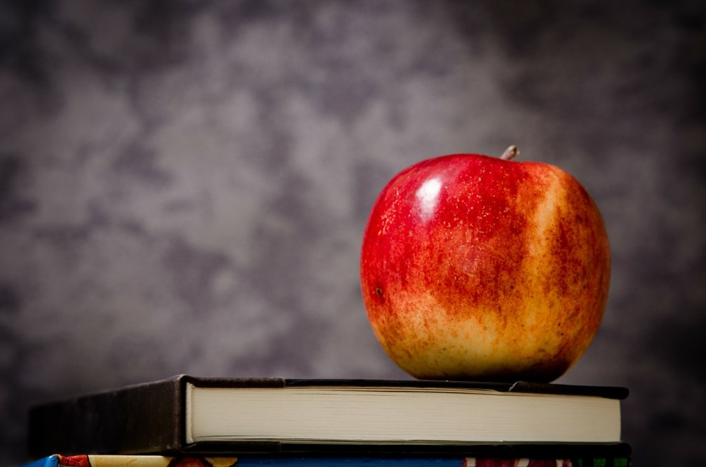 https://pixabay.com/en/apple-education-school-knowledge-256262/