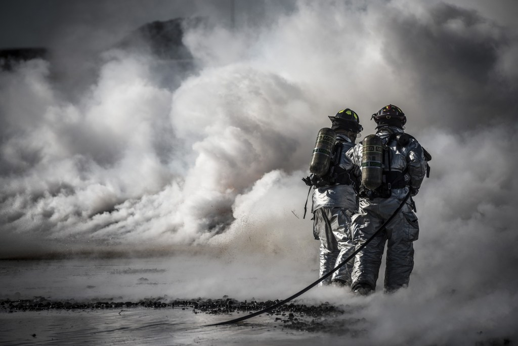 https://static.pexels.com/photos/37543/firefighters-training-live-fire-37543.jpeg
