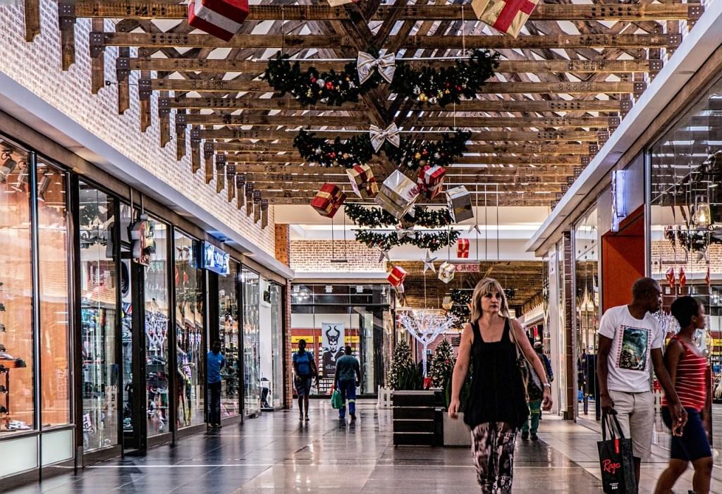 https://pixabay.com/en/shopping-mall-woman-shopping-store-522619/
