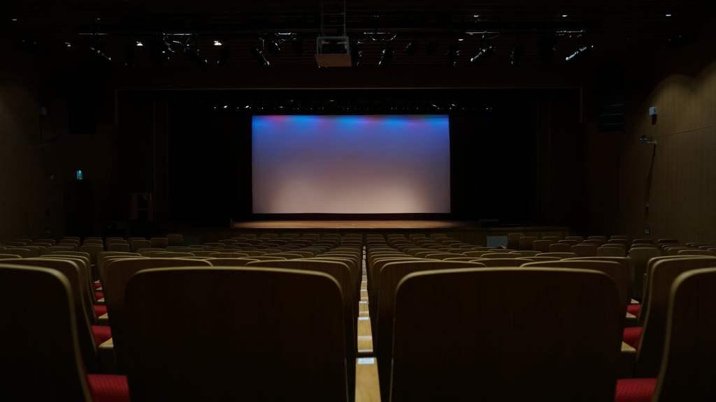 https://pixabay.com/en/theatre-seats-screen-603076/