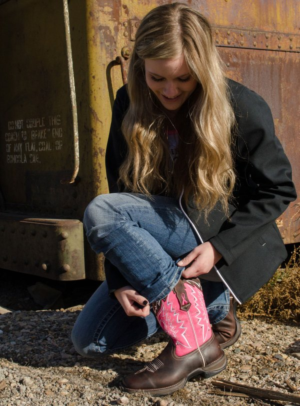 Durango's Pink Breast Cancer Awareness boots