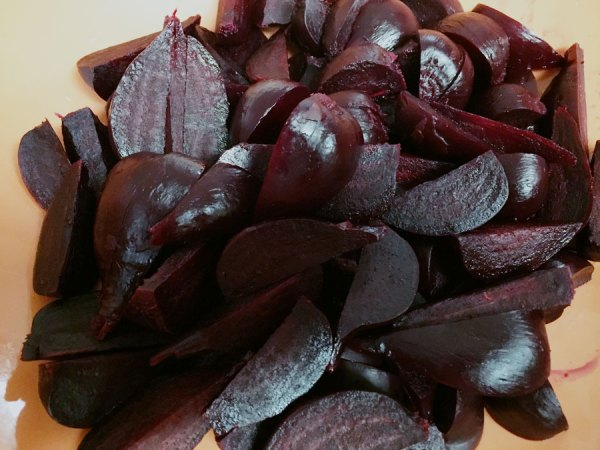 Chopped beets ready to freeze