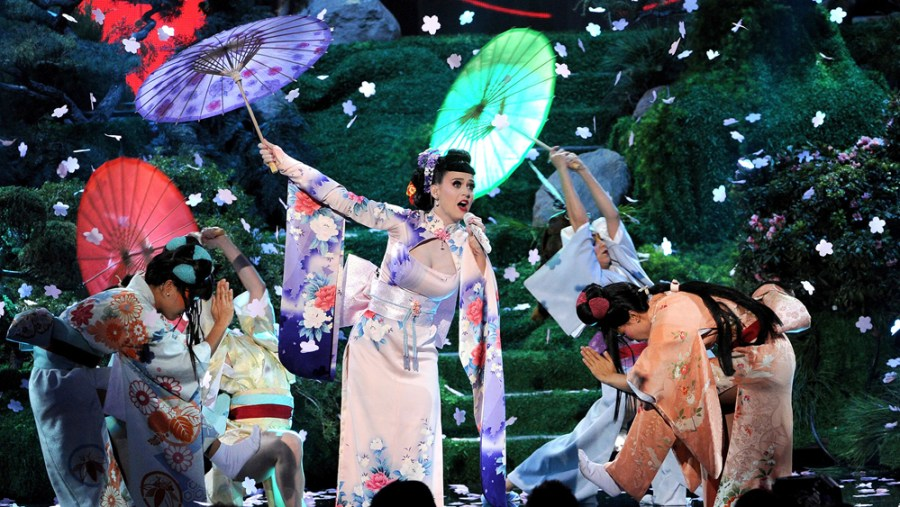 "Katy Perry's ""geisha"" performance"