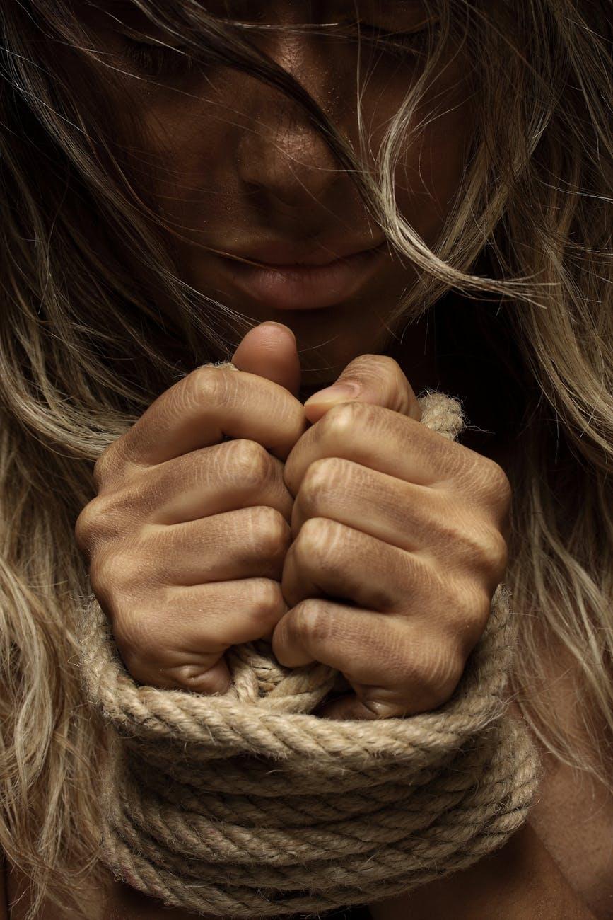 Violenza e odio: lati oscuri dono di Dio.