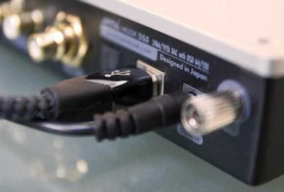 Le câble Audioquest Carbon USB, toujours aussi exceptionnel dans les hautes fréquences était le plus adapté à l'AMI Musik DS5 lors de nos tests