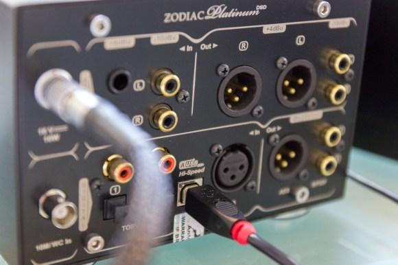 Grâce à ses entrées et sorties analogiques symétriques ou asymétriques, ainsi que sa connectique numérique complète, l'Antelope Zodiac Platinum DSD peut être utilisé comme préampl fi-fi ou ampli casque.