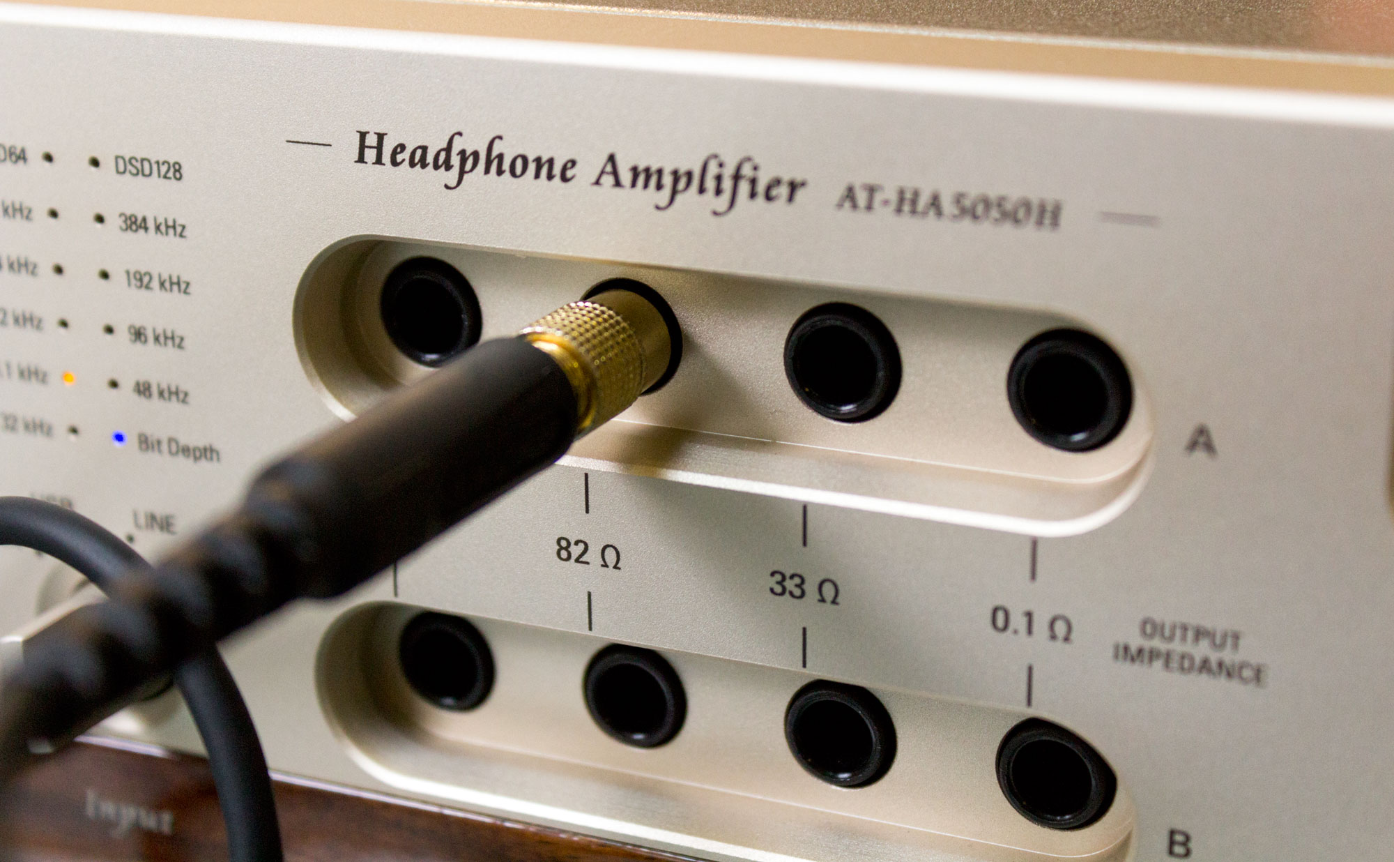 Review Of The Audio Technica At Ha5050h Son Vidocom Blog Headphone Jacks On Front Panel Amplifier Circuit Aside From Input Selector And Volume Potentiometer Features An Stream Resolution Indicator Ranging 32 To 384 Khz In Addition