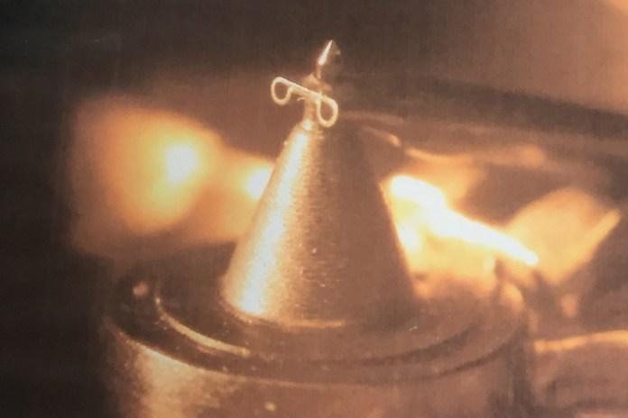 Diamant une fois posé sur un cantilever de cellule Ortofon