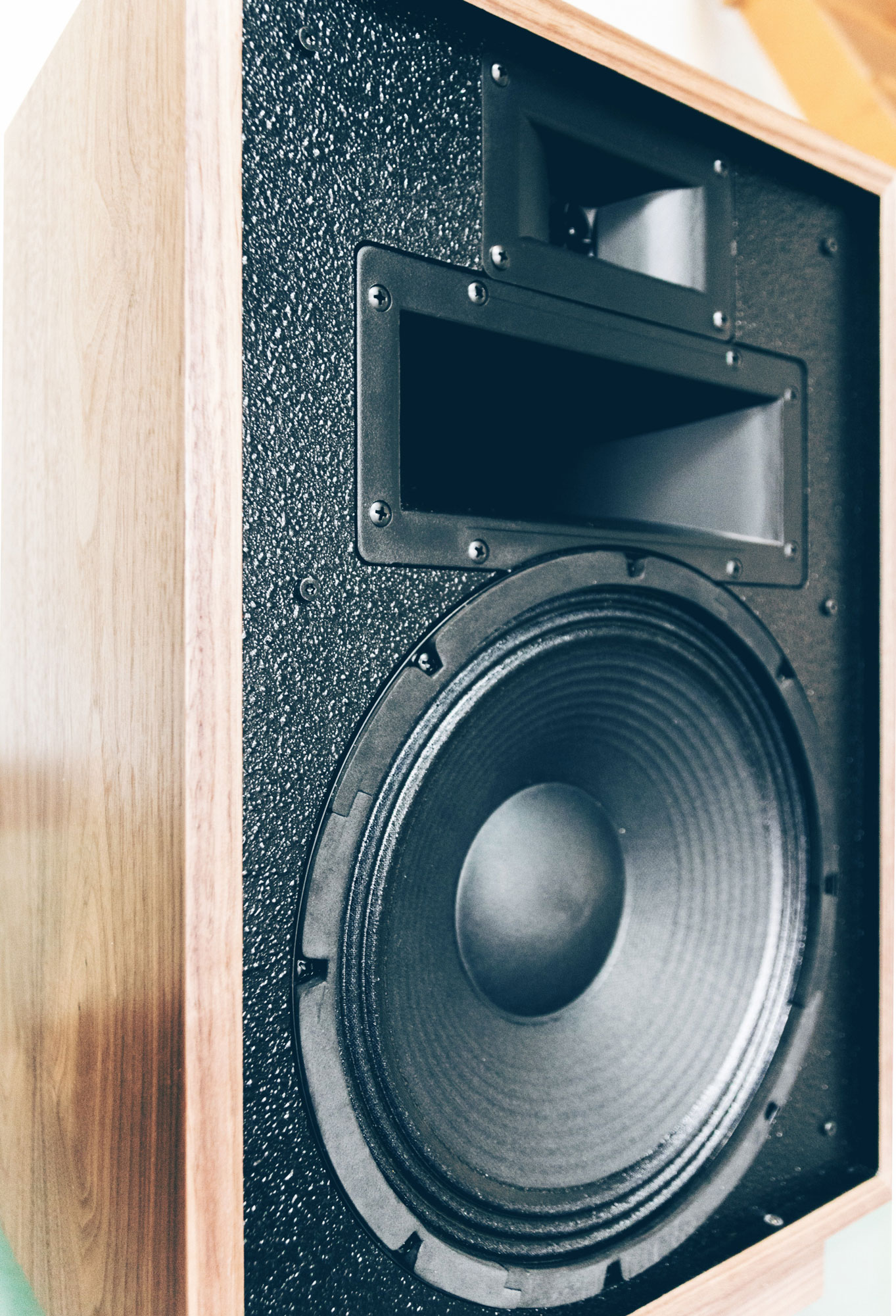Review Klipsch Heresy Iii Son Vidocom Blog Diagram Besides Pa System Wiring Moreover Sound The Front Of Loudspeaker Is Covered With Granular Resin Similar To Plaster Which Serves Eliminate Reflections