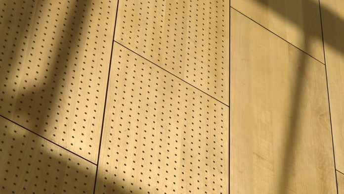 mur-bois-perforé