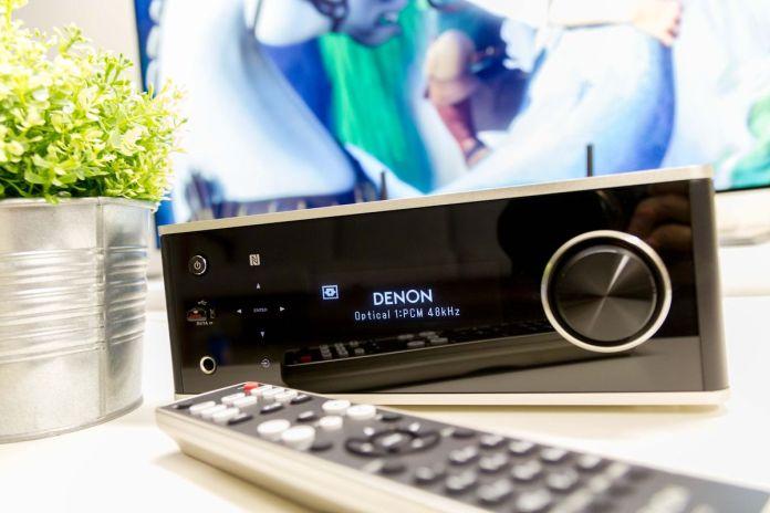 L'ampli connecté Denon DRA-100 constitue une solution audio compacte et polyvalente.