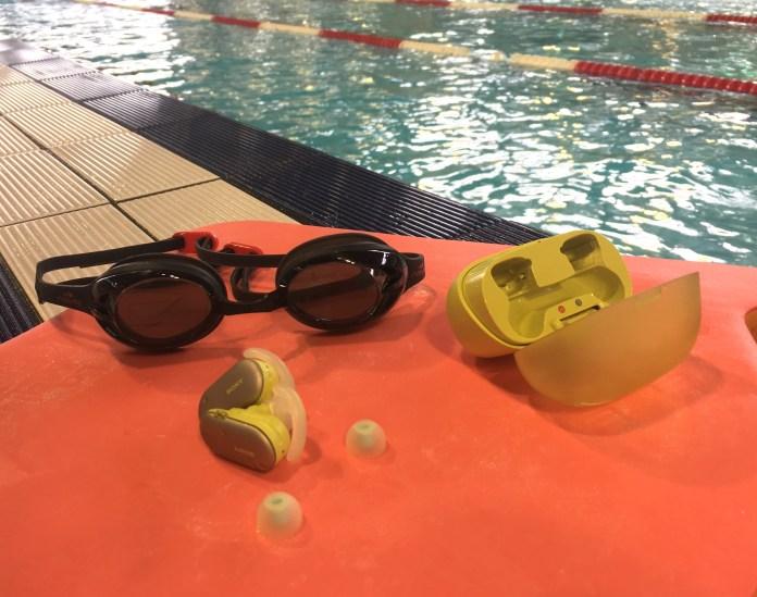 Les écouteurs Sony WF-SP900 se destinent à la pratique de la natation.