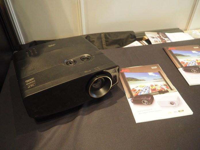 Nouveauté du Paris Audio Vidéo Show 2019, le JVC LX-NZ3 est un modèle laser 4K.