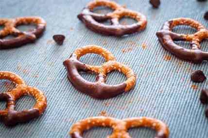 Habanero Chocolate Dipped Pretzels