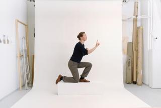 CONTEMPLATING Videostills (360 Positionen aus Kindlers Lexikon der Malerei) Video 4 min. 32 sec. im Loop Maße variabel 2011  © Katja Aufleger