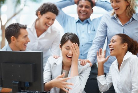 coworkers-laughing-in-office-horiz