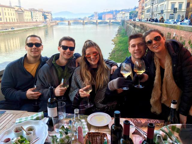 florence-lunch-with-friends