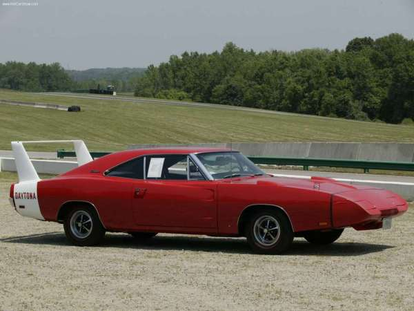 Dodge-Charger_Daytona_1969_1024x768_wallpaper_01