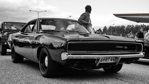 dodge-charger-1965-640x360
