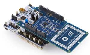 The X-NUCLEO-NFC05A1 on top of an STM8 Nucleo board