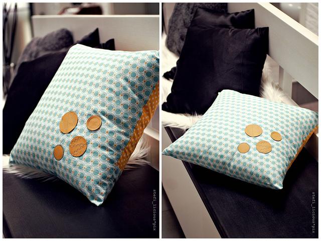 pillow_dots_a