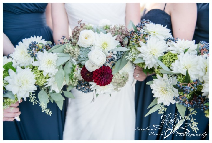 Ottawa-Fall-Wedding-Stephanie-Beach-Photography-bridesmaids-portrait-bouquet-rebel-petal