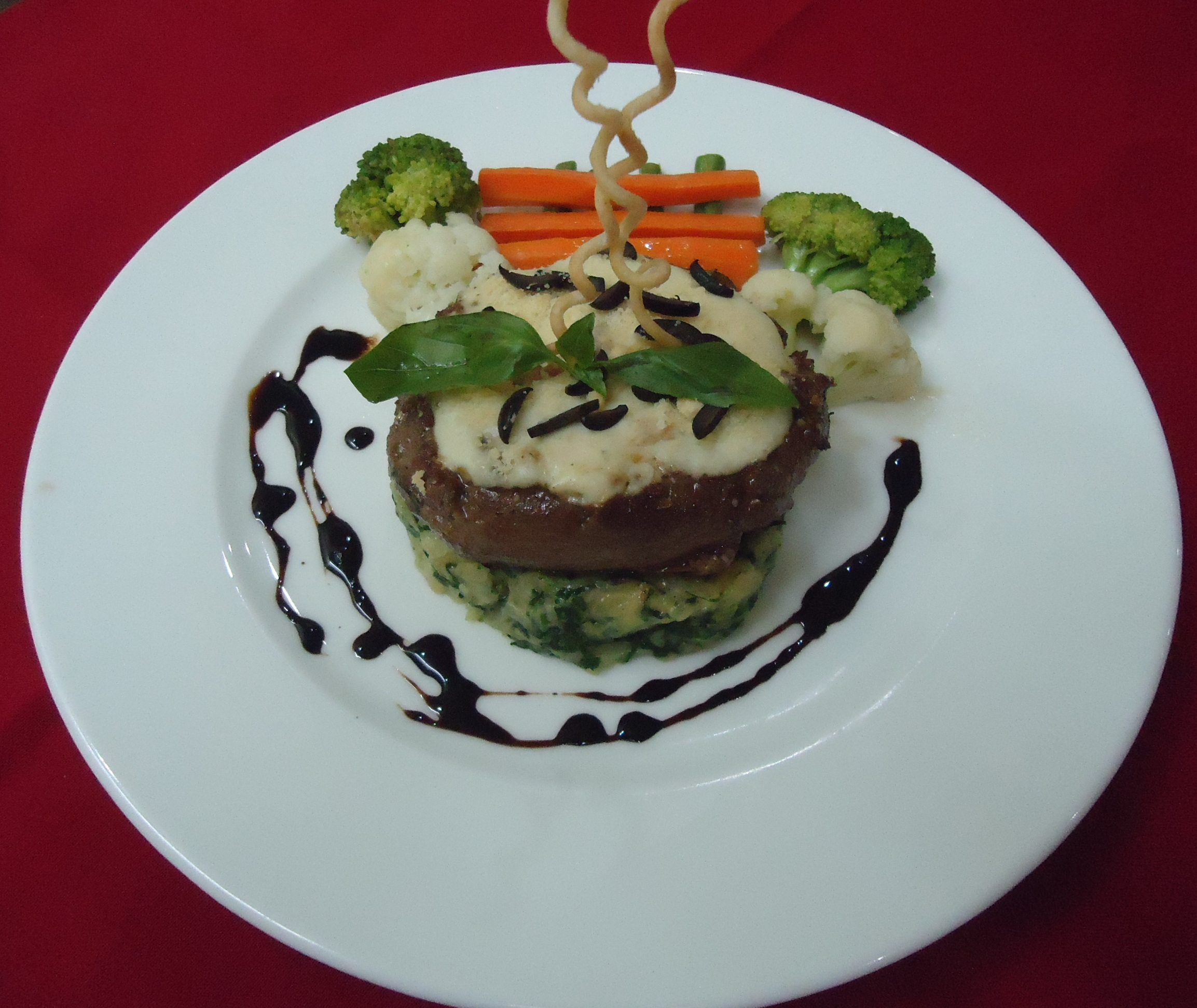 Gratinated Cheesy beef steak with spinach mash & balsamic reduction