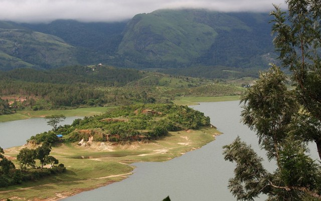 "This photo ""Anayirankal Dam View"" @Flickr from Dhruvaraj S made available under a Share Alike, Attribution license."