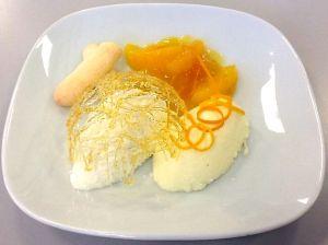 Joghurtcreme, Zitronencreme, Löffelbiskuit und Orangenragout