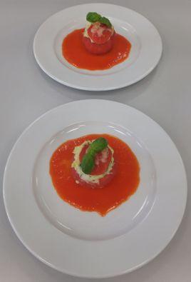 Tomate mit Topfenfüllung