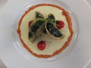 Spinatstrudel mit rotem Pesto