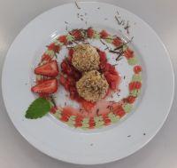 Topfenknödel mit Erdbeeren
