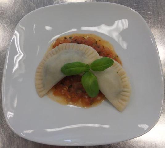 Spinatravioli mit Tomaten-Kräuter-Sauce