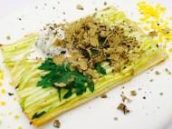 Tarte mit Zucchinijulienne, Zitronenconfit - Trüffelcreme und gehobelter Sommertrüffel aus Comprégnac