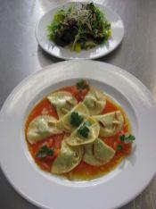 Ravioli mit Tomatensugo