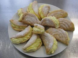 Biskuitomelette mit Orangencreme