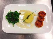 Kürbis-Kichererbsen-Pflanzerl mit Currysauce und Kartoffel-Kohlrabi-Püree