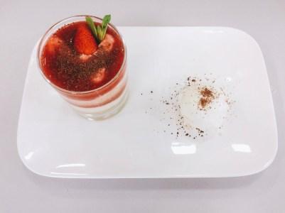 Erdbeer-Tiramisu mit Sauerrahmeis