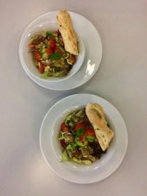 Salat mit Kräuterbrot