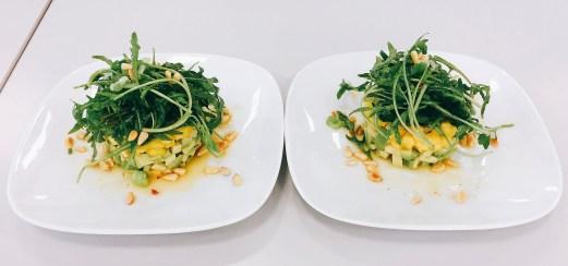 Avocado und Mango mit Rucola