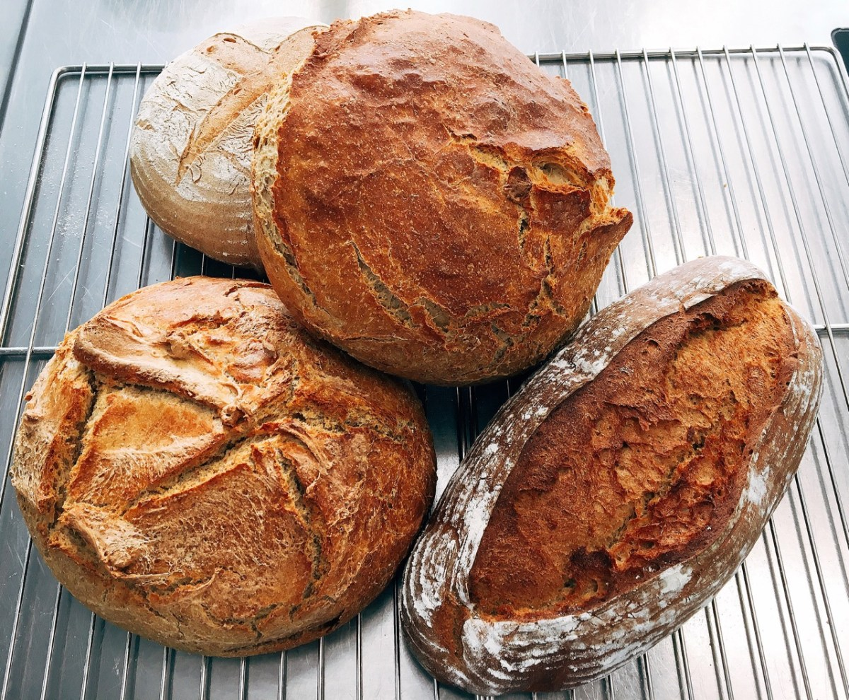 """1. Studienjahr Praxis Ernährung/""""Wer glücklich sein möchte, bäckt ein Brot"""" (KW 42)"""