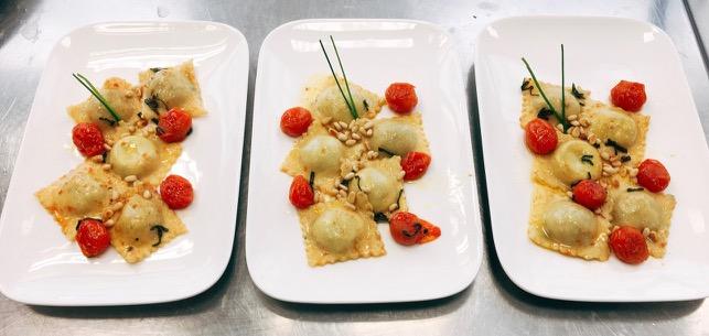 Ravioli mit Tomaten und brauner Butter